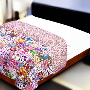Multi Color Patchwork Double Sided Printed Small Size Red Floral Double Bed Comforter