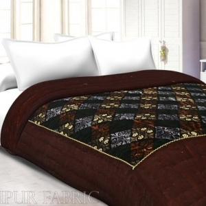 Brown Border Golden Dori Flower In Check Print Velvet(Shaneel) Single Quilt
